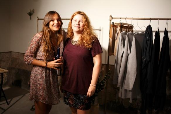 Elia la modelo de la campaña, con Nadia de SIETEDELONCE.
