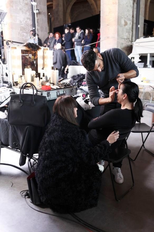 Natalia Bengoechea charlando con Rossy de Palma en maquillaje.